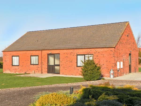 COPPER COTTAGE, detached bungalow, wheelchair accessible, three bedrooms, dog friendly, in Riccall,Ref 14226 - Image 1 - Riccall - rentals