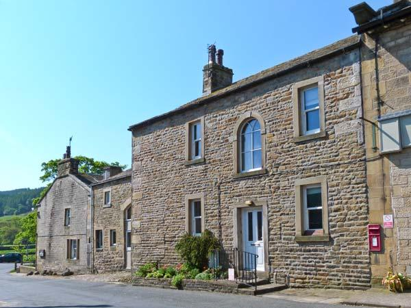 MEADOWCROFT, stone cottage, open fire, fell views, walks from doorstep, near river in Burnsall, Ref 16486 - Image 1 - Burnsall - rentals