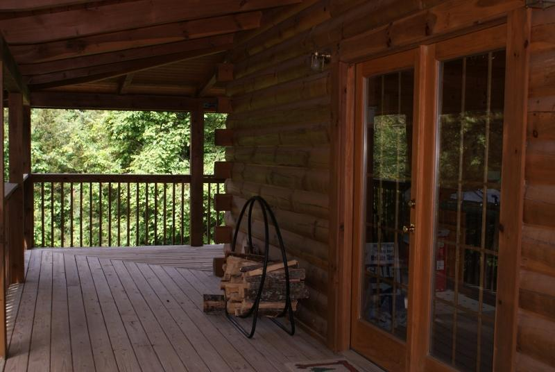 Wrapped and covered deck - Mountain Hideaway,  Sevierville, TN - Sevierville - rentals