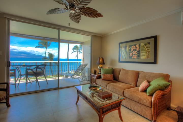 Living room with ocean views - $105 JULY & AUG SPECIAL!  OCEANFRONT AC  WIFI - Maalaea - rentals