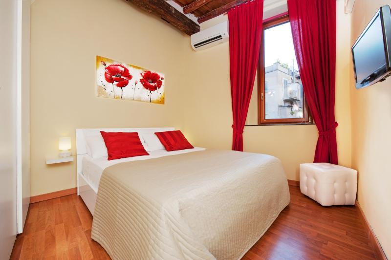 Bedroom (double bed) - Relais Campo de' fiori (2+2 apt) - Rome - rentals