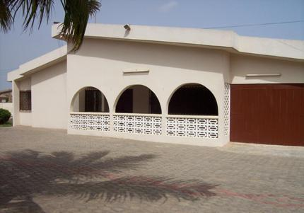Front View 1 - Exclusive Holiday Villa with Pool in Accra, Ghana - Accra - rentals