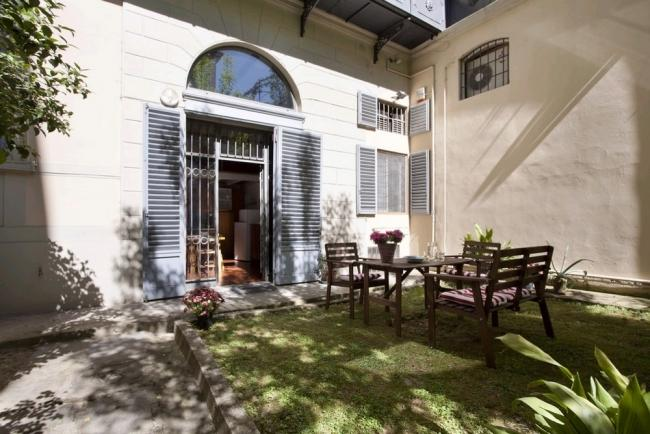 2 Bedroom Apartment with Courtyard in Florence Center - Image 1 - Florence - rentals