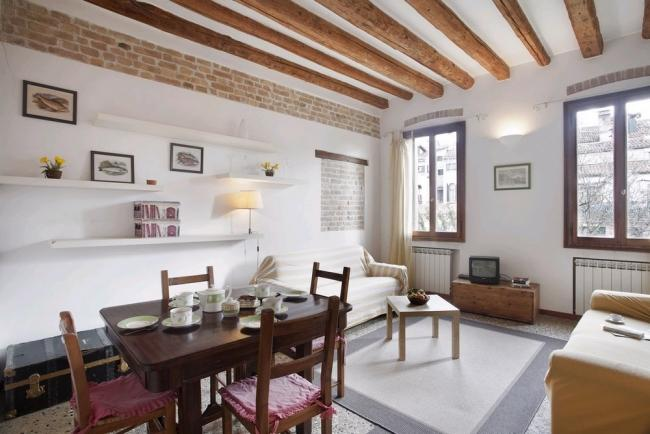 A comfortable and bright apartment that overlooks a beautiful private garden - Image 1 - Venice - rentals