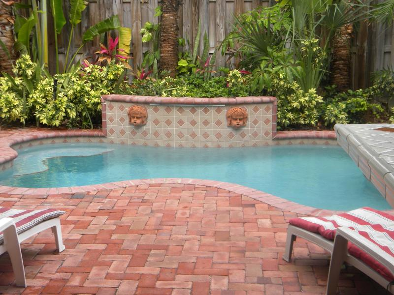 Private  Pool with loungers - Luxury Family Town-Home,walk distance to the beach - Lauderdale by the Sea - rentals