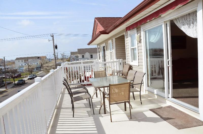 beautiful sunny balcony - best place to stay in wildwood-prom groups welcome - Wildwood - rentals