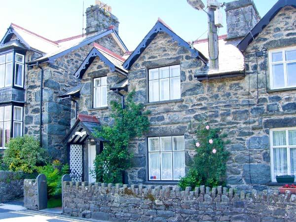 ARTRO VIEW stone cottage, three bedrooms, Spa bath, woodburning stove, enclosed patio, in Llanbedr, Ref 10574 - Image 1 - Llanbedr - rentals