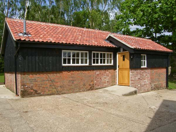 THE BULLPEN, pet friendly, country holiday cottage, with a garden in Eye, Ref 11433 - Image 1 - Eye - rentals