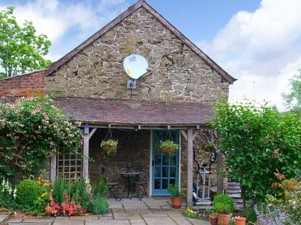 STABLE COTTAGE, stone-built cottage, king-size double room, roll-top bath, romantic retreat, in Church Stretton, Ref 14117 - Image 1 - Church Stretton - rentals