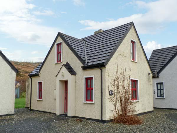 72 CLIFDEN GLEN, family friendly, country holiday cottage, with tennis in Clifden, County Galway, Ref 14176 - Image 1 - Clifden - rentals