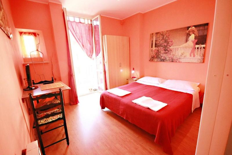 RED Double or twin bedroom - Amistad house Roma - Rome - rentals
