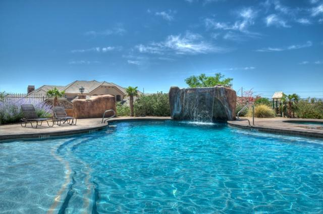 Fantastic Pool with Awesome water fall feature - large hot tub and lots of sun - Coral Ridge II - Gateway to Fun - Washington - rentals