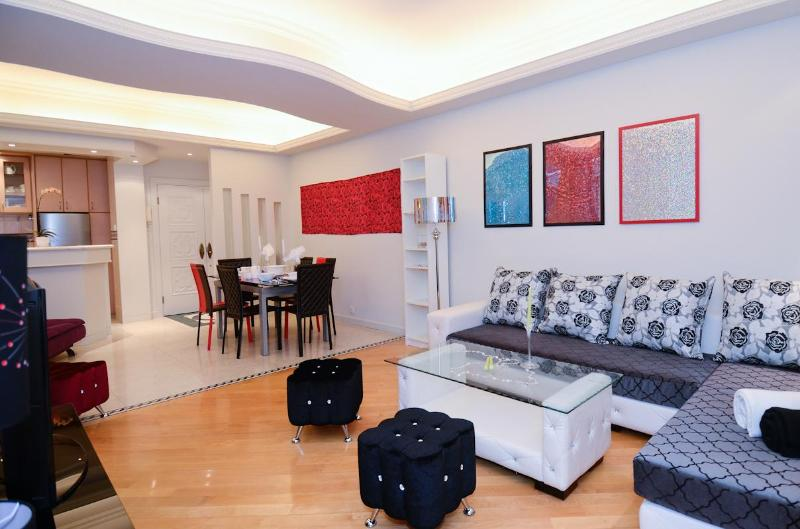 Your Chill out sofa area after an exciting day in the city - DeLUXE MODERN WOW VIEW MTR BIG 3bed2bath MTR CHEAP - Hong Kong - rentals