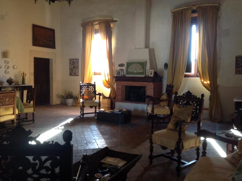 Living room overview - Historical villa in the Sicilian countryside! - Syracuse - rentals