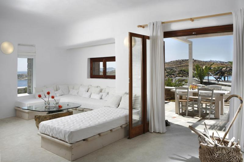 Living room and Terrace - Villa with Sea View and sharing pool in Mykonos - Mykonos - rentals