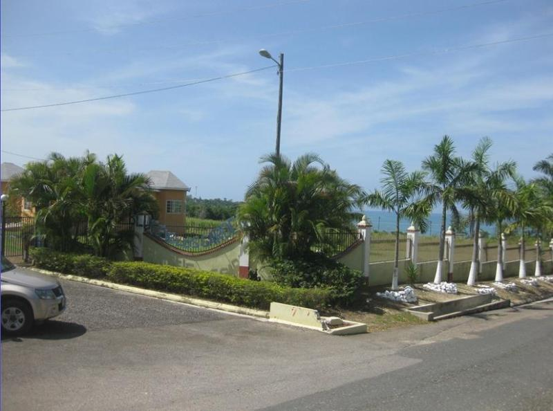 View of property with Ocean in background - 3 Bedroom Villa Across from Beach in Bluefields. - Bluefields - rentals