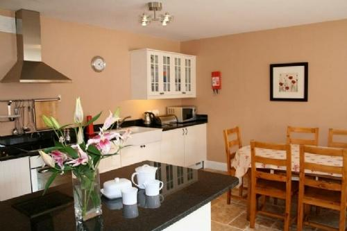 THE PARLOUR, Meath Country Cottages, Co Meath, Ireland - Image 1 - County Meath - rentals
