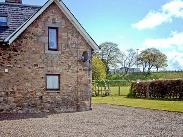 WEST SUNNYSIDE HOUSE, ideal family base, outdoor decked and lawned area on outskirts of historic Berwick-upon-Tweed, Ref 15047 - Image 1 - North East England - rentals