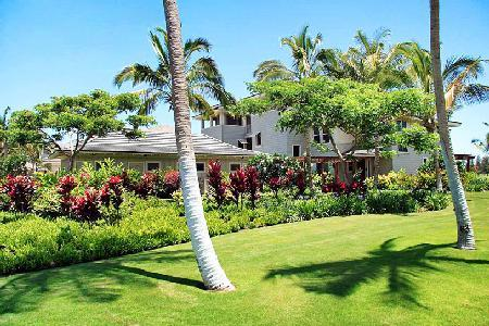 Stirling Luxury Penthouse on golf course with pool & short walk to the beach - Image 1 - Waikoloa - rentals
