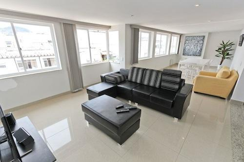 Rua Miguel Lemos 31 / New Remodeled 3 Bed 2 Bath Penthouse in Copa - 1block from beach! Posto 5 - Image 1 - Rio de Janeiro - rentals