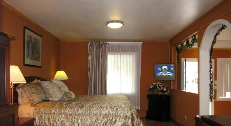 Wedding Suite (room 14) - Image 1 - Fort Bragg - rentals