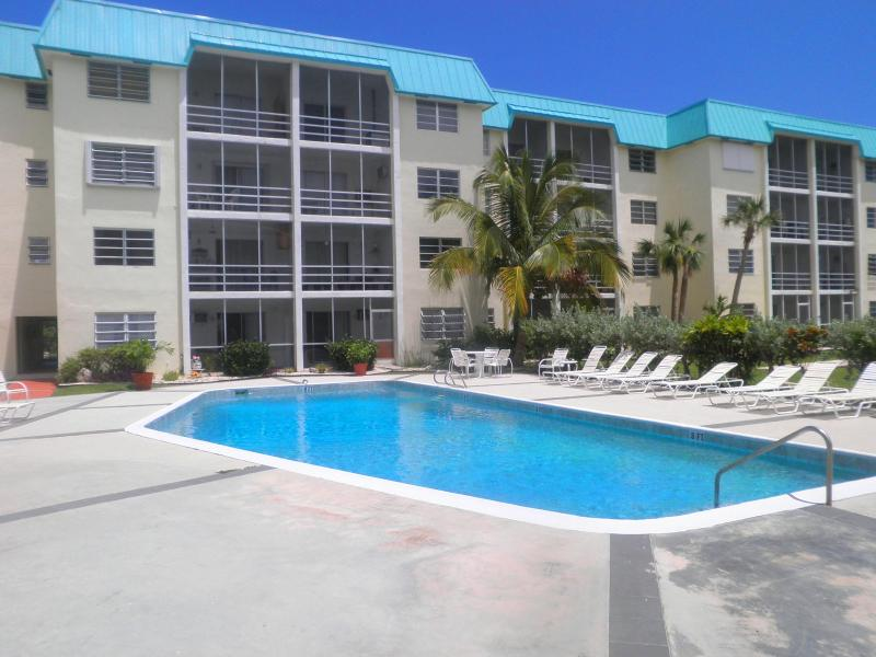 Luxury  Canalfront 1 BR Condo in Freeport/Lucaya - Image 1 - Freeport - rentals