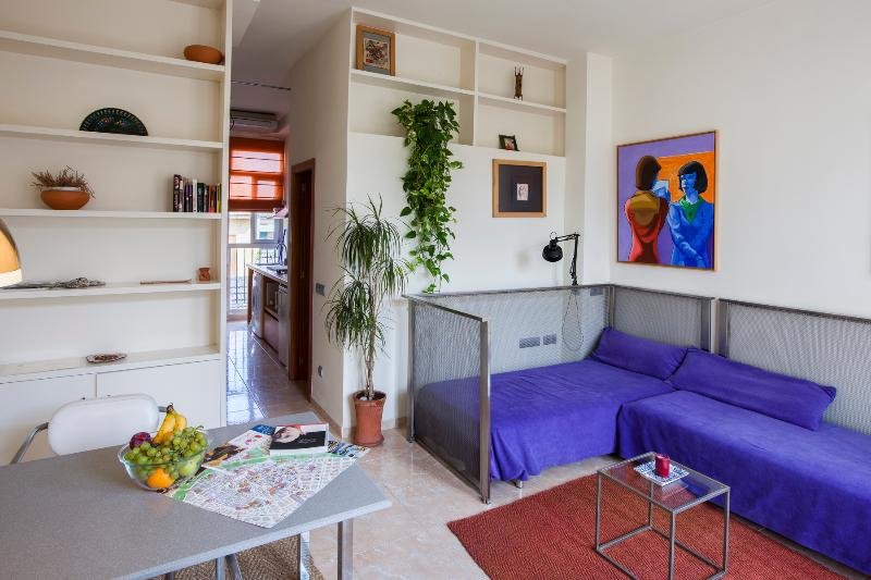 panoramic, living room and bedroom - Sunny and bright loft for 2 in the Barrio del Carmen - Valencia - rentals