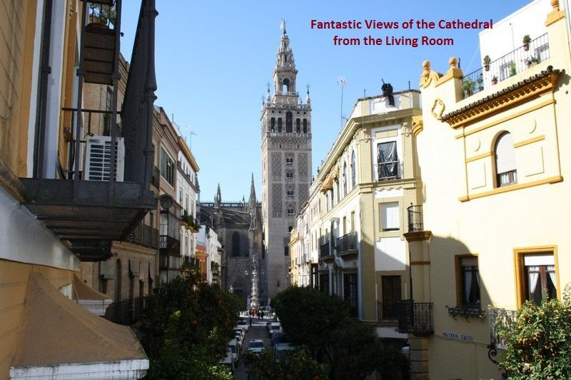 View of the Cathedral from the living room's balcony - THE HOUSE OF ANTIQUARIAN - Seville - rentals