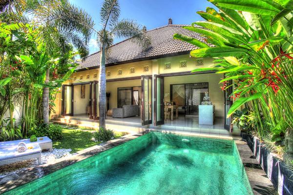 Swimming pool and lush garden - COZY 2 BEDROOM VILLA IN SEMINYAK - Seminyak - rentals