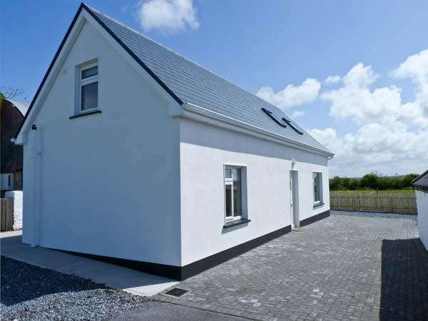 MOYASTA HOUSE next to coast, multi-fuel stove, peaceful location in Kilkee, County Clare Ref 16779 - Image 1 - Kilkee - rentals