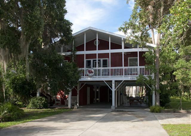 The Roost  - Easy Beach Access, Dreamy Bed Arrangements - Image 1 - Edisto Island - rentals