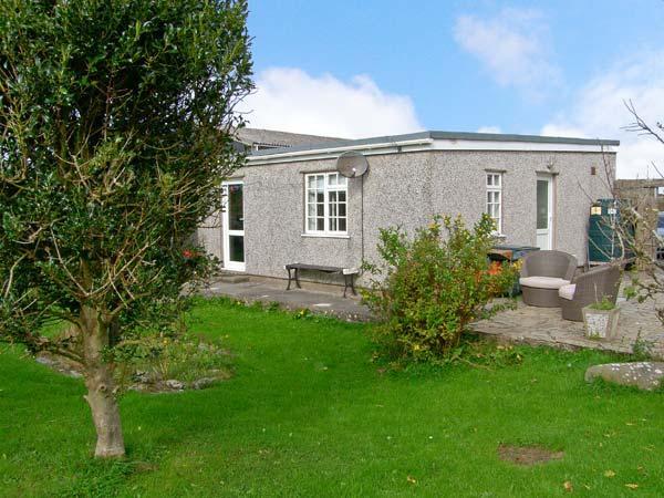 CEFN FARM COTTAGE, detached cottage, all ground floor, hot tub, in Caergeiliog, Ref 11306 - Image 1 - Caergeiliog - rentals