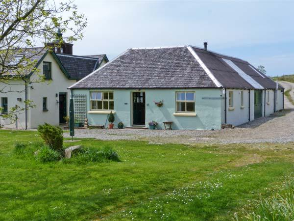 DARACH, single storey cottage, garden and hill views, ideal romantic retreat, in Ardfern, Ref 16245 - Image 1 - Ardfern - rentals