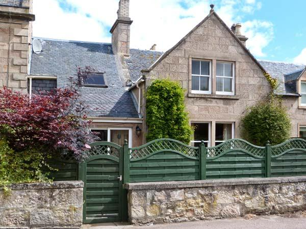 HADDEN, spacious detached cottage, open fire, enclosed patio, five mins from beach in Nairn, Ref 16784 - Image 1 - Nairn - rentals