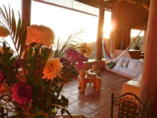 Penthouse huge living room with vaulted ceilings...imagine cocktails at sunset. - Zihua Penthouse. Pool. View from the top of world. - Zihuatanejo - rentals