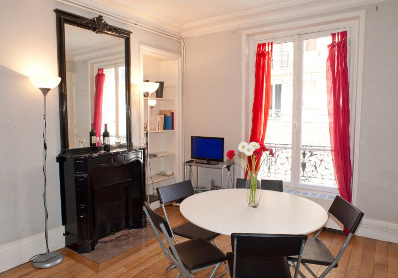 Rue Larrey. Fabulous 2/3 bed apartment in the Latin Quarter, Place Monge. Spacious and calm. - Image 1 - 5th Arrondissement Panthéon - rentals