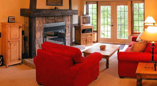 The living room - Right on the Hill great Family or Romantic Getaway - Mont Tremblant - rentals