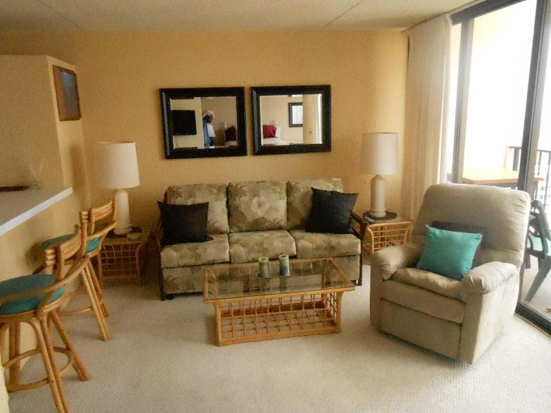 Living room with fold out queen size sofa bed - 1BR LARGE Waikiki 1 BDRM Ocean Views Pool WB 3406 - Honolulu - rentals