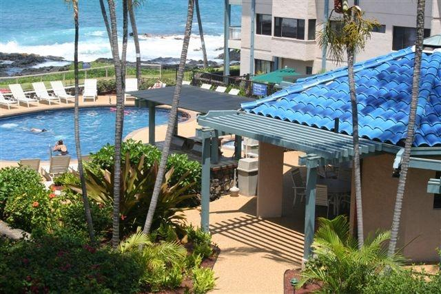 BBQ area, pool and canopy walkway - Kona Reef One Bedroom Oceanview Condo End Unit - Kailua-Kona - rentals