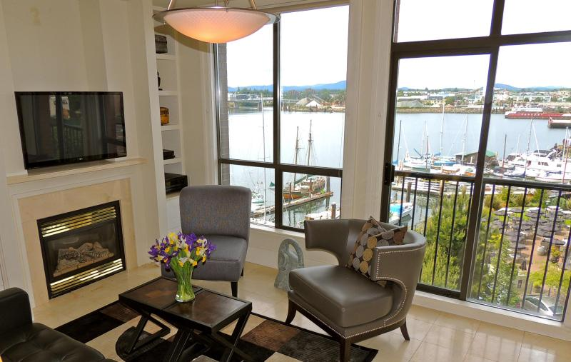 Living Room With Harbour View - Studio-Views of Upper Harbour, Ferry Stop Outside - Victoria - rentals