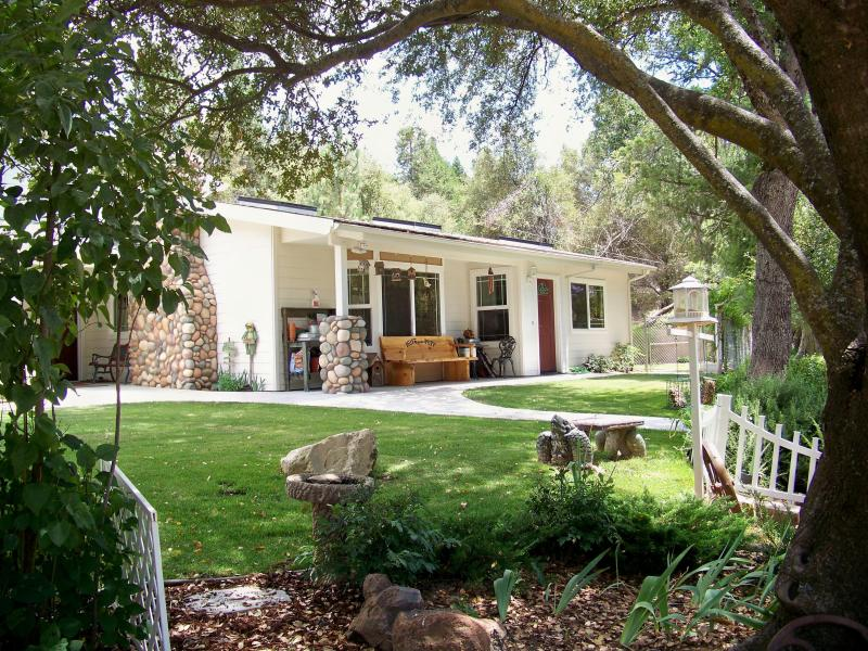 Huff and Puff Cottage - Sierra Mountain Comfort-Peaceful, Family Perfect - Oakhurst - rentals
