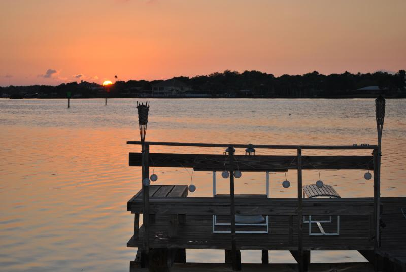 View from the house to dock and Intracoastal - Villa Dolphin Watch, directly at the waterfront - Indian Rocks Beach - rentals