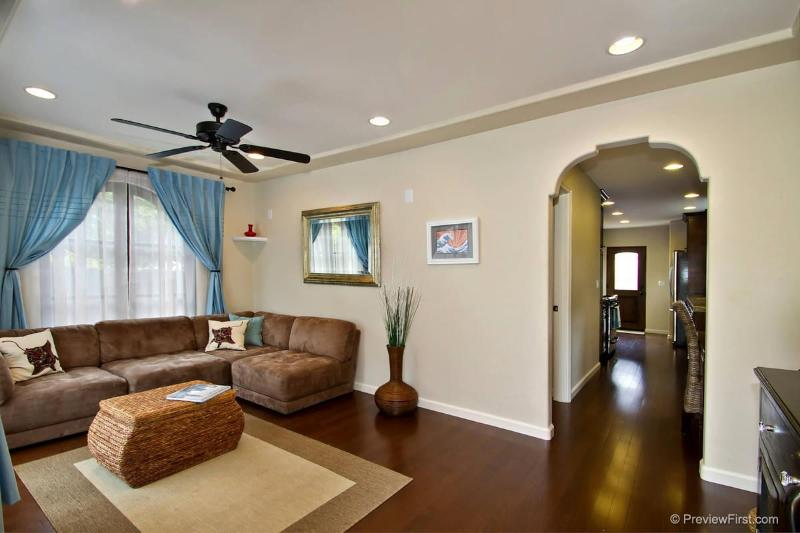 Recently remodeled with hardwood floors throughout - Adorable Ocean Beach Bungalow - 4634 Muir Ave - Pacific Beach - rentals