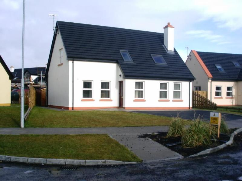 Sea Breeze - Sea Breeze ( Beside the Sea ) 5 bedrooms sleeps 10 - County Mayo - rentals