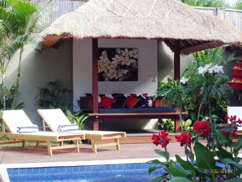 Bale and sunloungers beside the pool - Villa Suku The Relaxed Spirit of Bali - Seminyak - rentals