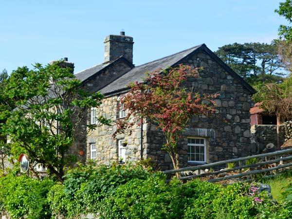 TY'N Y COED COTTAGE, sea views, private garden, close beach, walks and cycling in Dyffryn Ardudwy Ref 17302 - Image 1 - Dyffryn Ardudwy - rentals