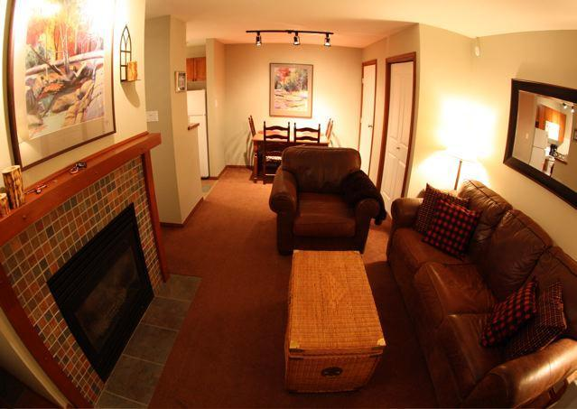Cosy living room with dining room and kitchen. - Ed McMahon - Whistler - rentals