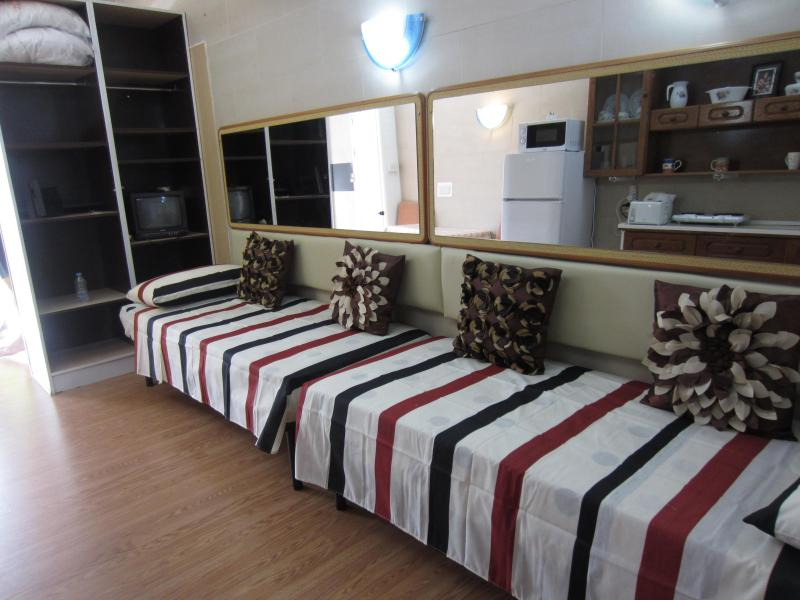 2 single beds - Studio Flat in Qawra - Qawra - rentals