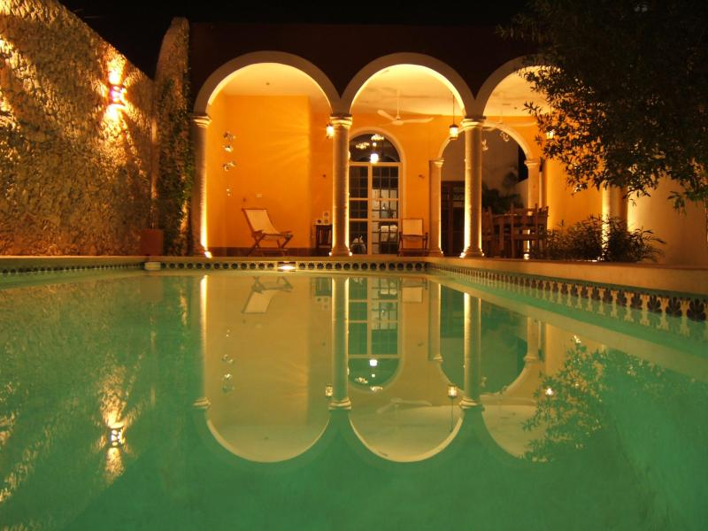 Pool at night - Quiet home with pool close to Plaza Grande - Merida - rentals