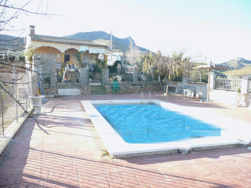 Pool and villa - Villa for 6 with private pool, bbq and lake views - Ardales - rentals